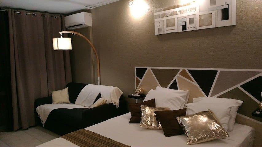 GOSIER Studio cozy GOLDEN DREAM bordure de plage