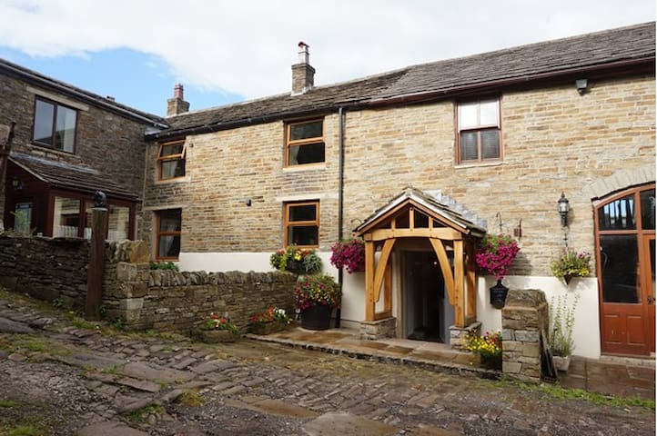 300 year old 3 Bed Farm House