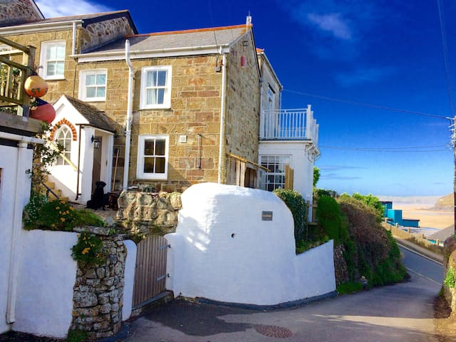 Cliff House - the cottage by the beach - Perranporth - House