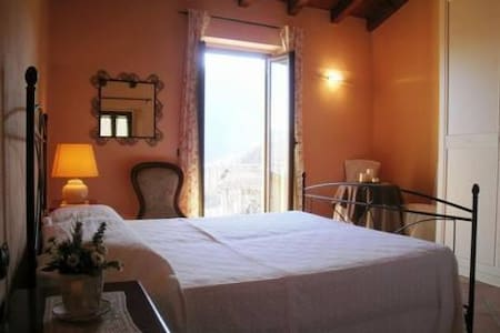 B&B Il pero selvatico, camera arancio - Bobbio - Bed & Breakfast