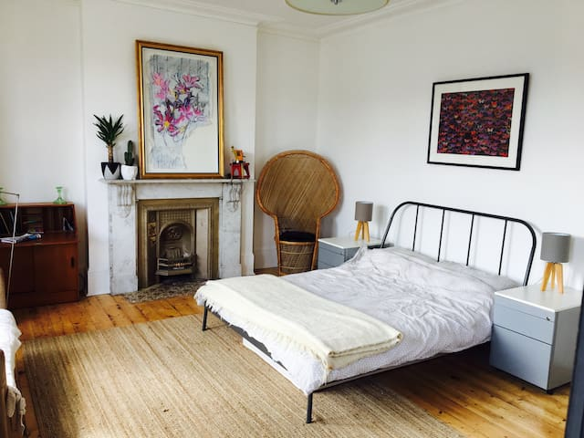 Large bright room in Margate