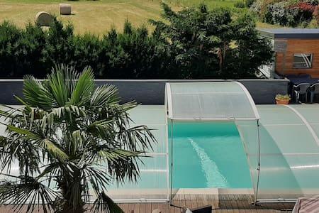 dépendance coquette avec  piscine
