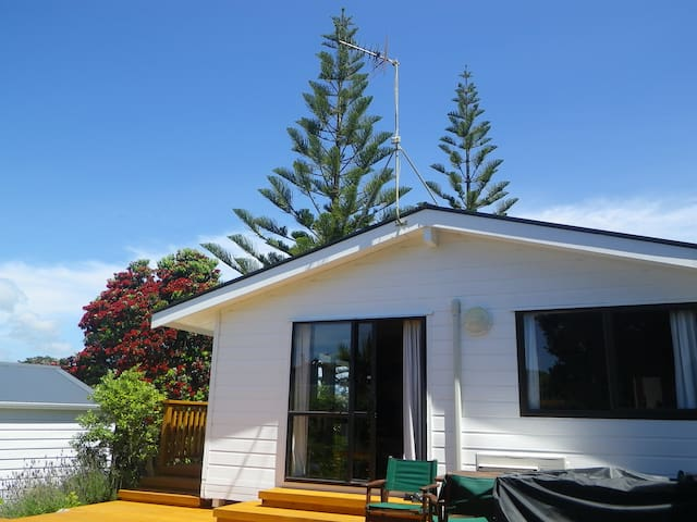 Waikanae Beach Cottage - Your ideal beach break