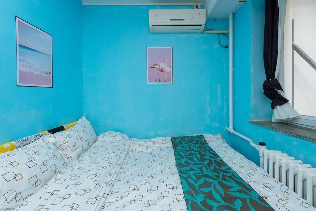 双人床一张 2*1.5米 四星级床品