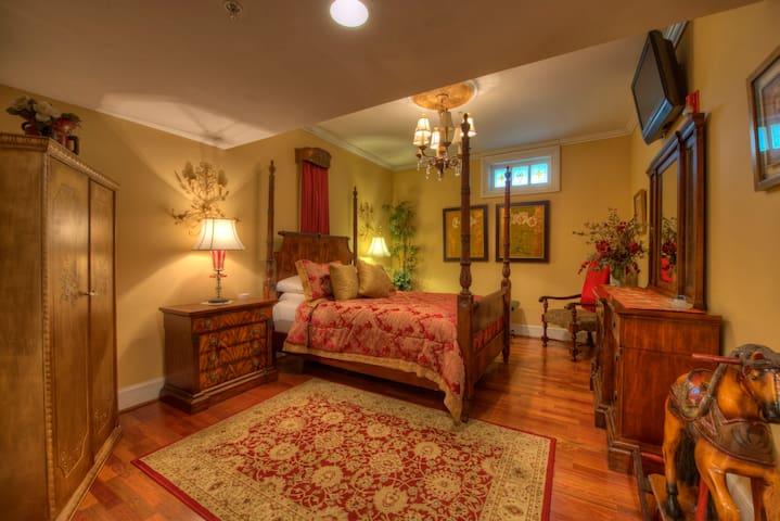 Romantic Room Featuring Jacuzzi Tub
