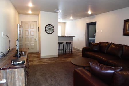 Best Apartment in Town! C upstairs - Page