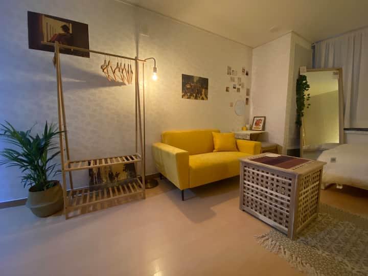 [Sol's Cozy Home] 강남역 2분거리/빔프로젝터/영화관/레트로 감성/낭만적인야경