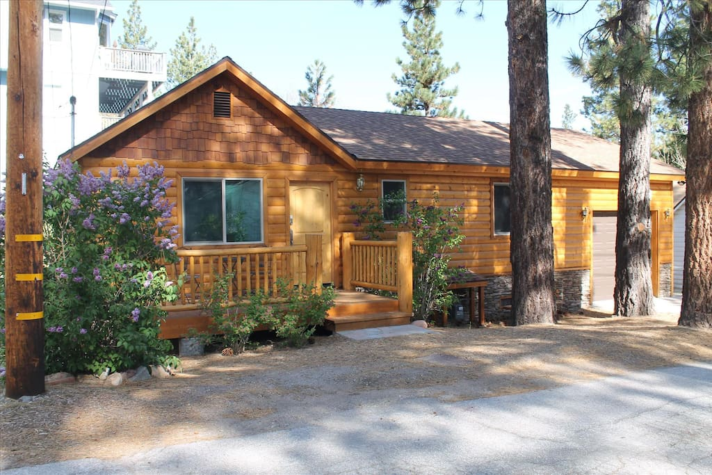 Close to the village and lake clean and new cabins for for Big bear village cabins
