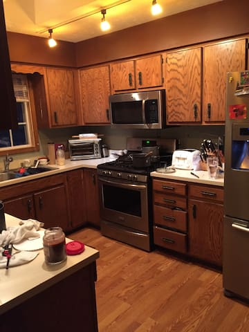 Two beds, Clean and Safe Sleeps 3 - Indianapolis - Hus
