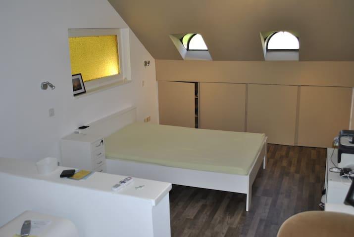 Privatwohnung, günstig, für bis zu 2 Personen - Diegten - Leilighet