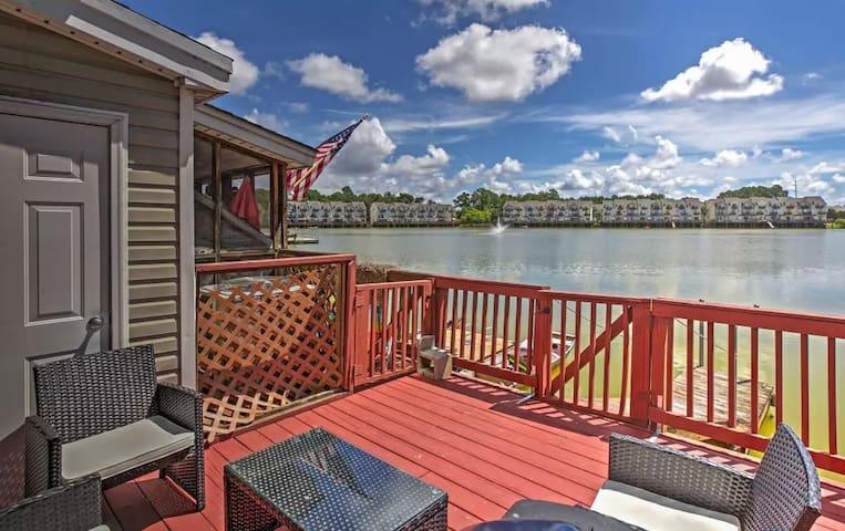 3BR North Charleston Townhome w/Scenic Deck! - North Charleston - Stadswoning