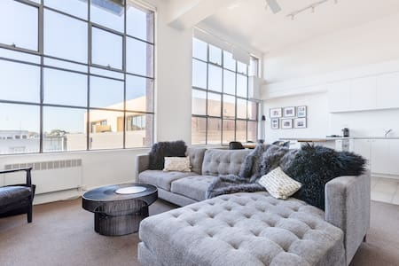 New York style light filled large1BR in iconic blg