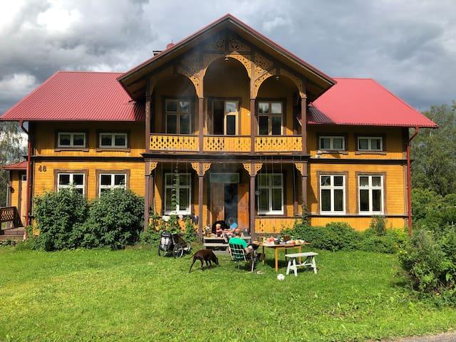 Brogård - byggd 1904 i mitten av Jämtlands natur