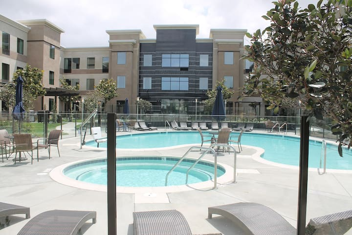 Suite Close to the Airport   Free Breakfast, Fitness Center + Pool Access