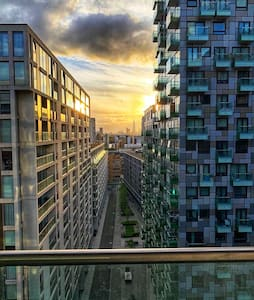 Modern 2 Bed Canary Wharf Apartment with city view