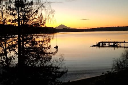 Superb 2BR Waterfront-Mountain View Stunning Home