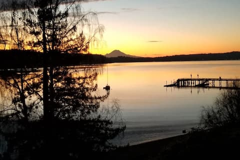 Superb & Secluded 2BR Waterfront-View Retreat Home