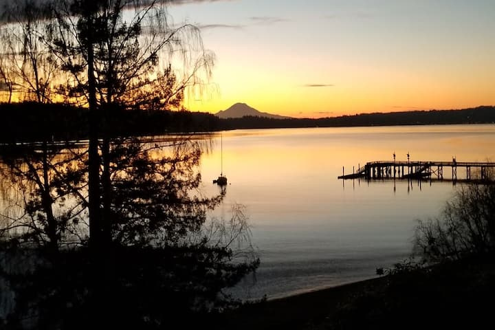 Superb 2BR Waterfront-Expansive View Stunning Home