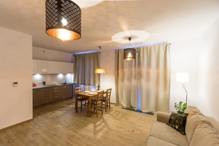Delux Modern Apartment - 5 min to Main Square
