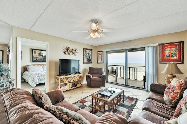 Dog-friendly, fourth floor oceanfront condo with shared pool and central AC!