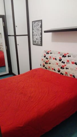 Room for 2 in a cool flat close to the city center
