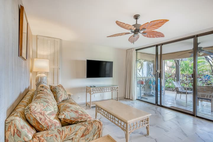 Groundfloor Condo w/WiFi, Partial AC, Washer/Dryer & Shared Outdoor Pools, Grill