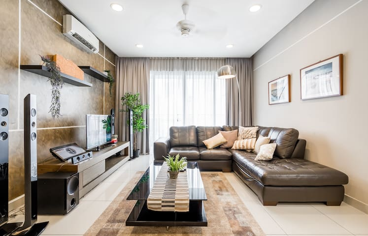 CK#3 Mont Kiara 3BR/4 baths - great for groups!