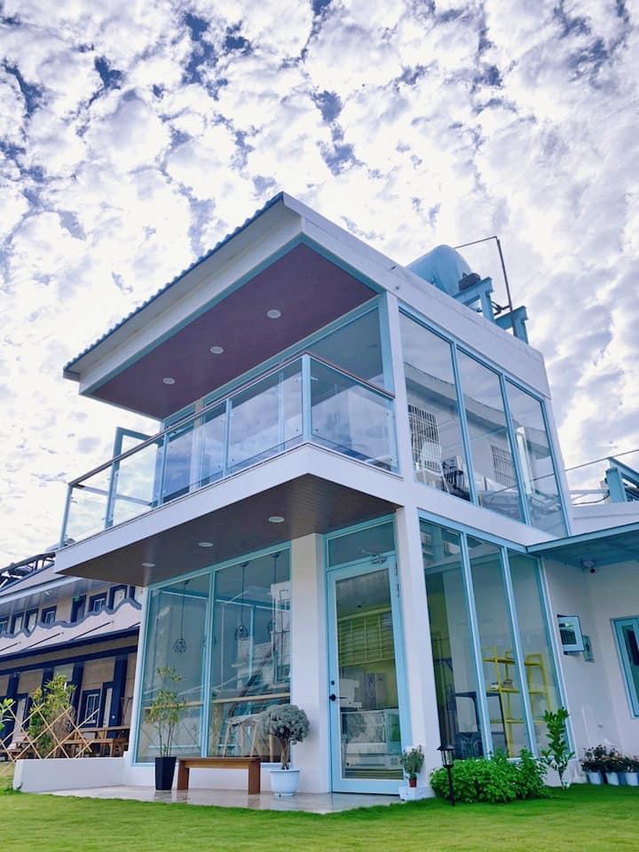 小琉球 背包客E/隔壁就是咖啡館的北歐式建築/ 小小島 Islet hostel
