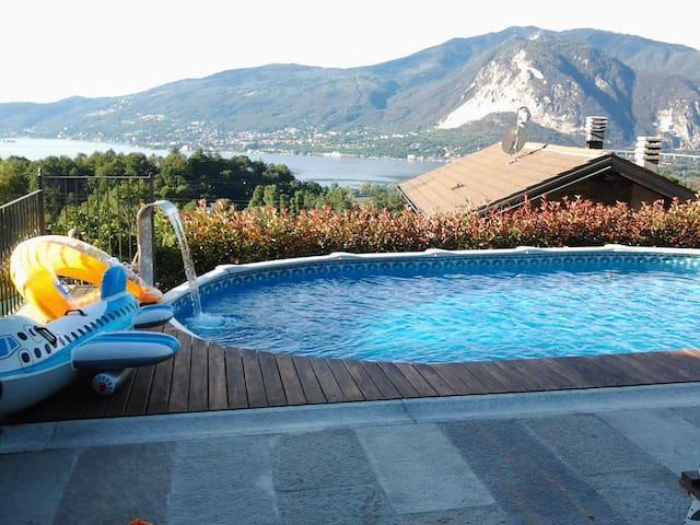 casa vista lago con piscina
