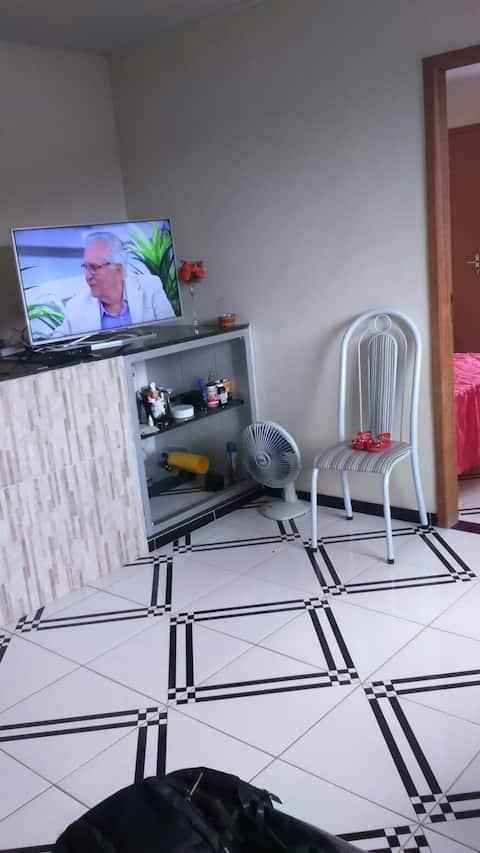 Alugo apartamento de 3 quartos e 2 banheiros