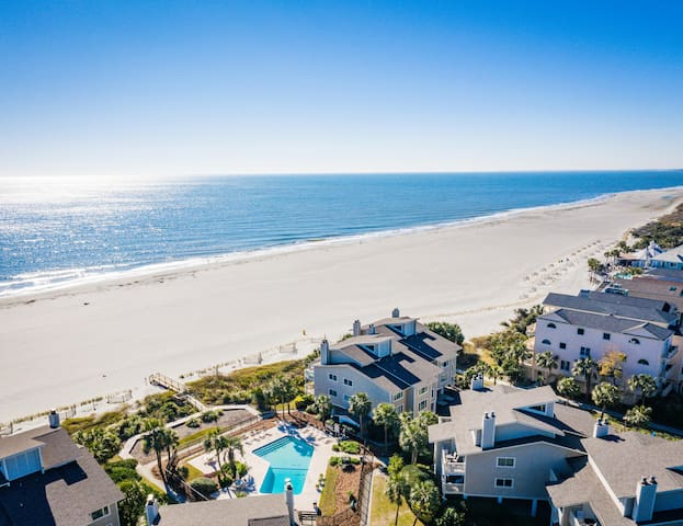 New Oceanfront Listing! Steps to Beach! Pool!!