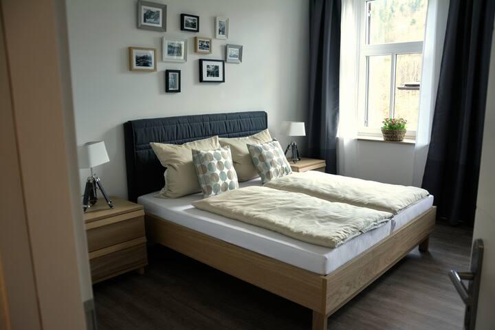 Schlafzimmer1: modern and urban