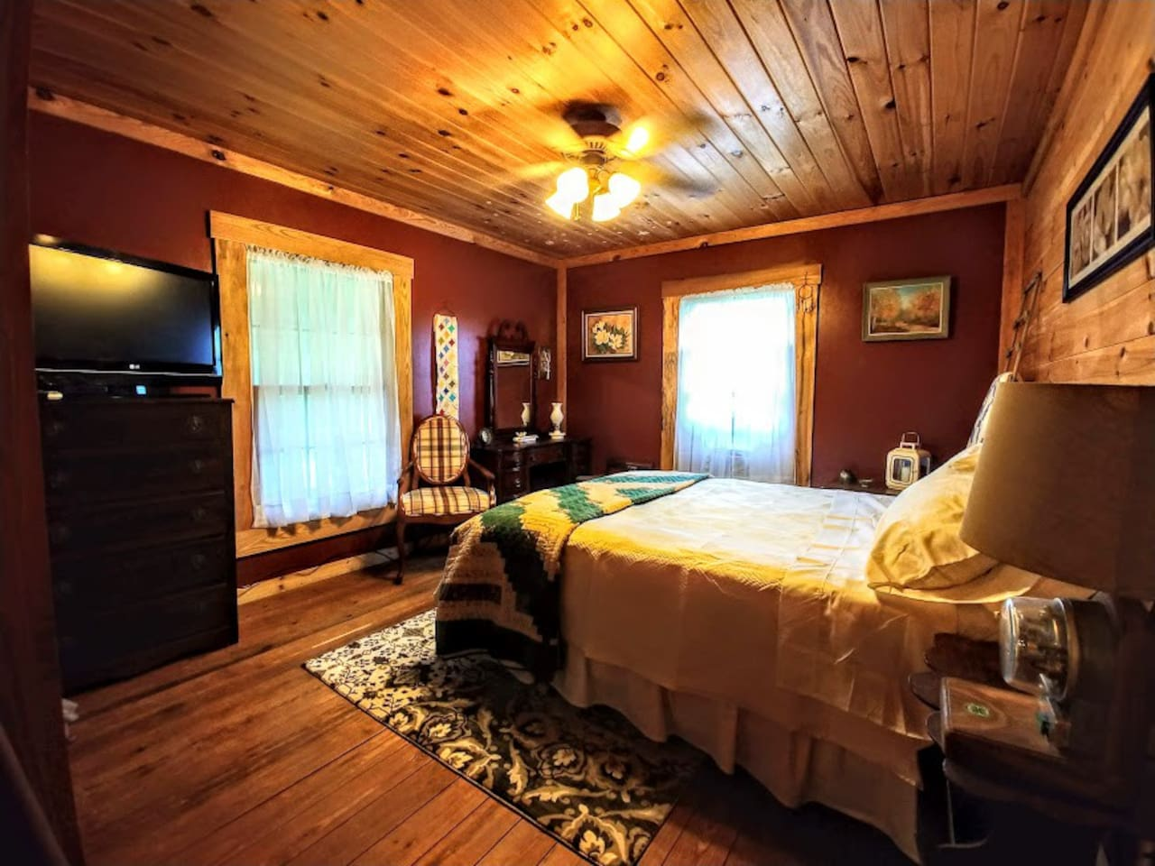 Warm colors, antique furnishings,  Direct TV and internet. A couple of the dresser drawers are empty for your use and the closet.  You can watch the sunrise and the moonrise from bed.