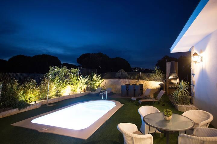 Chambre 3. Villa, salle de bain privée, piscine