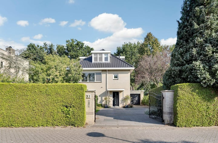 Large cozy modern detached house in Westerpark