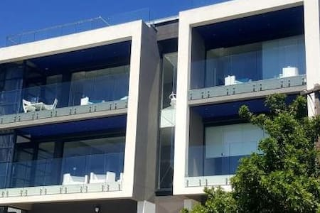 SOUGHT AFTER / MODERN APARTMENT
