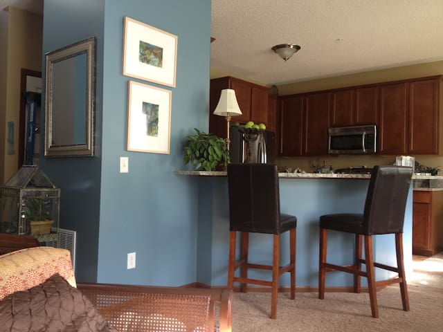 Beautiful townhome 5 minutes from Ryder Cup - Chanhassen - Complexo de Casas