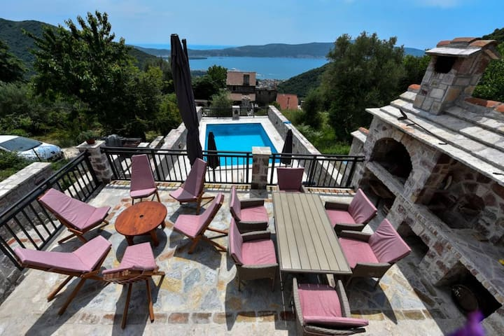 Old Stone House - Two Bedroom Villa with Sea View