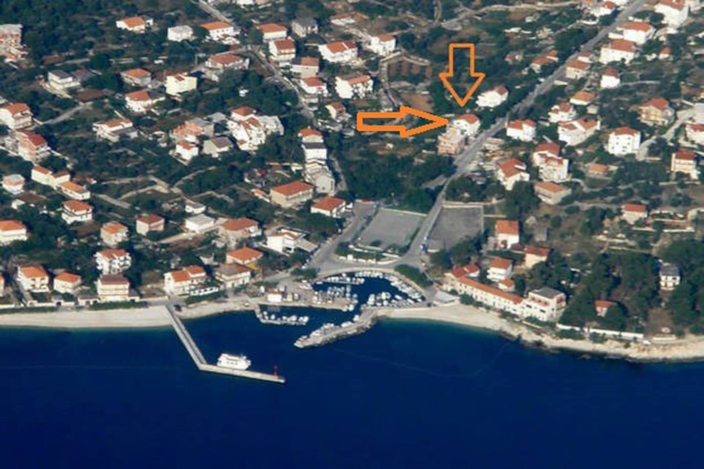 Position of the house, 150m from the beach,  caffees and restaurants.