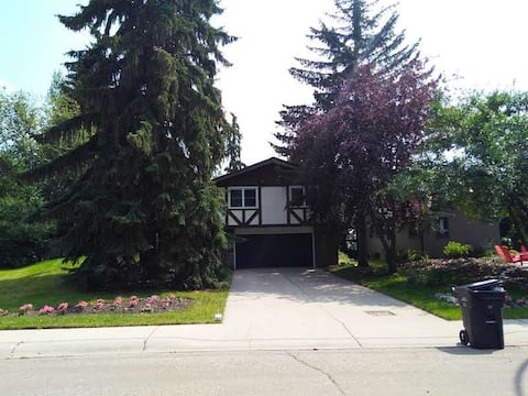 Close to Foothills and UofC house