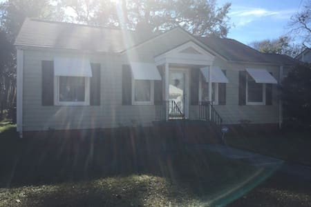 Cute Parkside Bungalow - Savannah