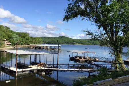 Family Lake House Fun at The Lake of Ozarks - Camdenton - บ้าน
