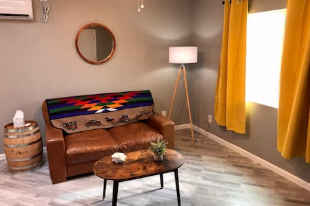 Private Guesthouse in Heart of Tucson