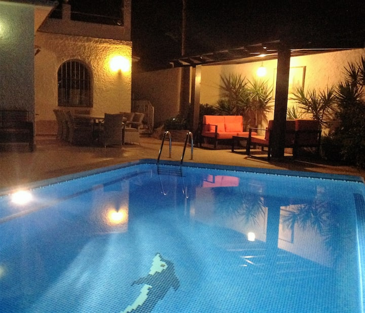 Villa Pandora, HUGE roof terrace, walk Banus, 8pax