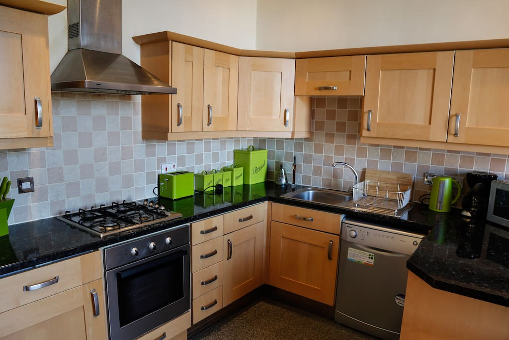 Fully equipped kitchen with washer/dryer, dishwasher and fridge/freezer. Oven with  gas hob and hood