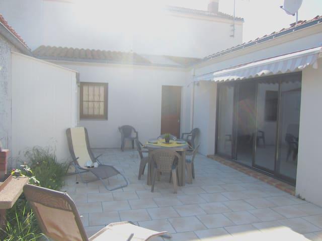 MAISON  PROCHE DU PLAN D'EAU - L'Aiguillon-sur-Mer - Huis