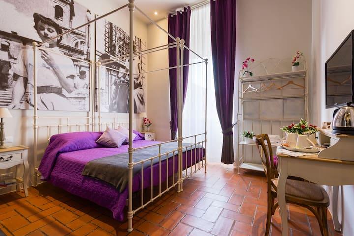 Cozy double bedroom-Metro S. Giovanni