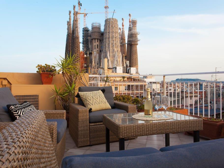 Magn fico tico terraza panor mica sagrada familia apartamentos en alquiler en barcelona - Atico terraza barcelona ...
