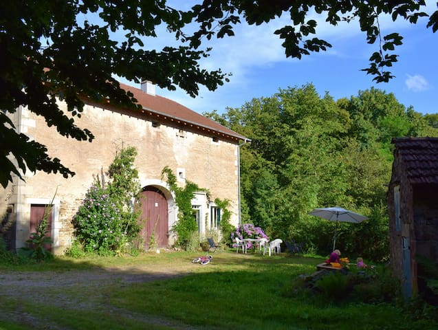 La Ferme du Château de Bellevue (calme et nature)