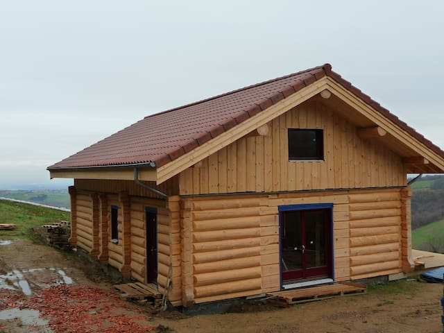 chambre dans chalet rondins bois - Chaussan - House
